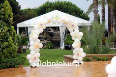 Decoración con globos para Primera comunión. Arco de globos con flores