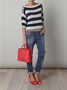 newest 81d8f a3eb3 Look de moda  Jersey con cuello circular de rayas horizontales en blanco y  azul marino, Vaqueros azules, Zapatos de tacón rojos, Bolsa tote de cuero  roja