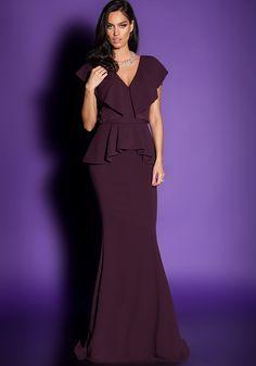 O piesa unica, luxurianta este rochia de seara I Love Your Touch. Rafinamentul acestei rochii de seara este dat de croiul unic, crepul natural, volanele dispuse pe decolteu si trena luxurianta. Pe decolteul senzual al spatelui sunt aplicate in mod seducator dantele pretioase. Poarta rochia de seara I Love Your Touch, Iti va evidentia silueta si personalitatea fiind o declaratie classy si provocatoare!