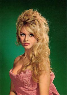 Brigitte Bardot French Actress,Singer,dancer, anima rights activist. Bridgitte Bardot, Divas, Hollywood Glamour, Old Hollywood, Hollywood Fashion, Actrices Sexy, Actrices Hollywood, French Actress, Celebs