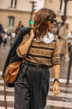 Trend: here is the ultimate detail to make an outfit more fashionable in 2020 Daily Fashion, Ootd Fashion, Fashion Week, Fashion Outfits, Style Garçonne, Boyish Style, Style Couture, Couture Fashion, Blouse En Coton