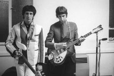 Photo of Pete TOWNSHEND and John ENTWISTLE and The Who, John Entwistle & Pete Townshend, posed, backstage Get premium, high resolution news photos at Getty Images Rickenbacker Guitar, John Entwistle, Paul Weller, Behind Blue Eyes, Pete Townshend, Rock Groups, Piece Of Music, Blues Rock, Lady And Gentlemen