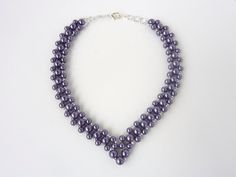 DIY Jewelery: Free beading pattern for elegant and classic V-shaped pearl necklace.