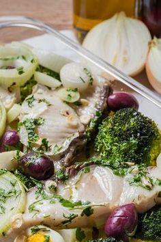 CAÇÃO ASSADO COM BROCOLIS - Quando a gente quer comer algo bem quentinho, saboroso e leve, um peixinho vai bem, né?! :)
