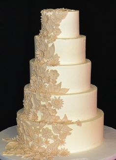 Flower Lace Wedding Cake, I would like purple lace Extravagant Wedding Cakes, Beautiful Wedding Cakes, Gorgeous Cakes, Amazing Cakes, Traditional Wedding Cakes, Just Cakes, Cake Pops, Wedding Cake Designs, Fancy Cakes