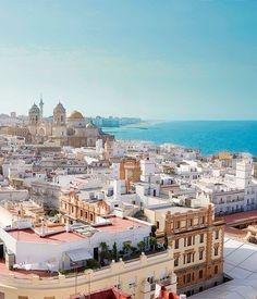 Una ciudad muy bonita y vista al mar de Cádiz, España