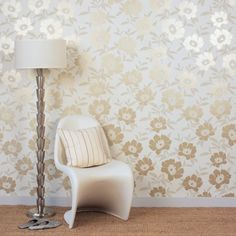 2014 Gracious Golden Floral Wallpaper for Complimenting Interior Decoration Tips & Ideas Wallpaper Plain Wallpaper, Feature Wallpaper, Metallic Wallpaper, Wood Wallpaper, Wallpaper Ideas, Banquettes, Floral Bedroom, Bedroom Decor, Interior Design Living Room