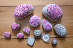 Painting Pebbles , Pattern Idea for Painting on Stones and Rocks, Animal Stones, Animal Shapes , animals, rocks, stones, realistic ,pattern,  Stein Bemalen, Stone Crafts, rock crafts, DIY, kawaii, cute ,critters,creatures, fruit, strawberry