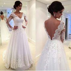Vestido muito lindo! Estilo princesa, vom aplicações de renda e um decote maravilhoso em V nas costas. (Fonte: instagran @vesttidos)