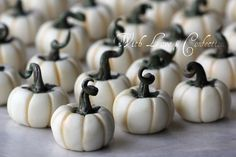 White Chocolate Pumpkins (tutorial) - These are the white chocolate pumpkins I designed for a cupcake wedding last week. You can find the tutorial here: http://with-love-and-confection.blogspot.com/2012/10/white-chocolate-pumpkins-by-with-love.html  Please follow my blog so you won't miss my future tutorials! <3