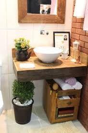 Resultado de imagem para banheiro madeira pequeno