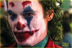 Joaquin Phoenix is seen in full Joker costume as director Todd Phillips shares new photo Joaquin Phoenix, Joker Foto, Cosplay Del Joker, Joker Phoenix, Joker Wallpapers, Stand Up Comedians, Joker And Harley Quinn, The Joker, Joker Joker
