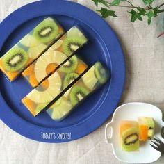 中身が透き通ってきれいフルーツ寒天は夏にぴったりのスイーツ
