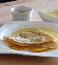 Crepe con melocoton y crema de naranja