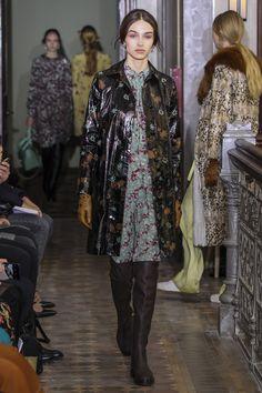 #Valentino  #fashion  #Koshchenets  Valentino Pre-Fall 2017 Collection Photos - Vogue