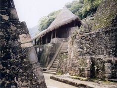 Aztec temples at Malinalco. Places To See, Places Ive Been, Perfect Place, The Good Place, Aztec Temple, Aztec Ruins, Aztec Culture, Archaeological Site, Ancient Civilizations