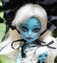 Anita Brokensoul  Frozen ice cam repaint.  Faux Broken doll.