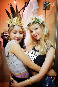 Hyuna (4Minute) & Hwasa (Mamamoo)