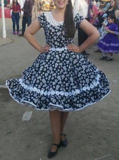 Resultado de imagen para lorena catalan vestidos de cueca Dance Outfits, Dance Dresses, Fall Dresses, Girls Dresses, Summer Dresses, Clogs Outfit, Baby Girl Party Dresses, Asymmetrical Dress, Vintage Outfits