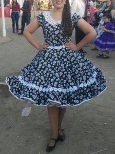 Resultado de imagen para lorena catalan vestidos de cueca Dance Outfits, Dance Dresses, Fall Dresses, Girls Dresses, Summer Dresses, Clogs Outfit, Baby Girl Party Dresses, Asymmetrical Dress, Dress Skirt