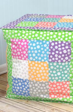 Decorate your kids room with this quick and easy craft! DIY Metallic Dot Pillow!