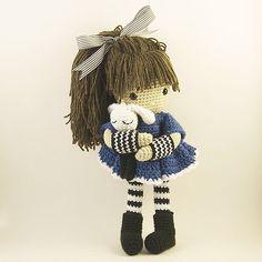 """Cuddles!!!!"" ☺️ #amigurumi #crochet #crochetlover #bubblesandbongo #etsy #etsyAU #kessedjian #bunny"