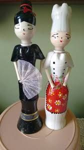 dolls made of recycled plastic bottles y papel Plastic Bottle Crafts, Recycle Plastic Bottles, Recycled Bottles, Recycled Art, Diy Recycle, Recycling, Paper Mache Clay, Altered Bottles, Diy Candles