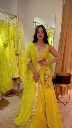 Party Wear Indian Dresses, Designer Party Wear Dresses, Indian Gowns Dresses, Indian Bridal Outfits, Dress Indian Style, Indian Fashion Dresses, Indian Designer Outfits, Gown Party Wear, Saree Fashion