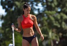Allison Stokke was just a high school student-athlete whose life turned upside down when she woke up one day. In an instant, Stokke's face was seen. Foto Sport, Fitness Models, Fitness Abs, Fitness Motivation, Modelos Fitness, Beautiful Athletes, Pole Vault, Athletic Girls, Mode Jeans