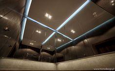 Stylowy sufit w łazience w apartamencie Słoneczny Gródek 72 - zarezerwuj miejsce idealne na wypoczynek
