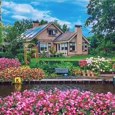 Check out ✨@izkiz✨ & ✨@deluxefx✨ for stunning colorful posts ✨✨ Loc: Giethoorn - Netherlands.
