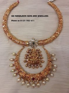 Check Out These Small (& Stunning) Gold Necklace Designs South India Jewels Viria, Long Pearl Necklaces, Gold Necklace, Necklace Set, Short Necklace, Collar Necklace, Diamond Jewelry, Gold Jewelry, Antique Jewelry