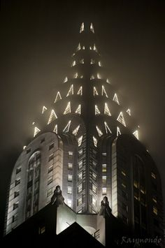 Chrysler Building, New York City been there.one night I had a floor room at the UN Millenium Hotel. The Chrysler Building was right out my window. Chrysler Building, Amazing Architecture, Art And Architecture, Empire State Building, Beautiful Buildings, Beautiful Places, Photographie New York, New York City, I Love Nyc
