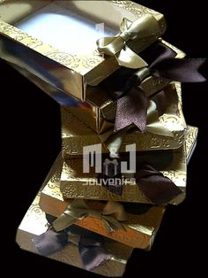 Caja para chocolates Materiales: cartulina , cartulina texturizada , acetato