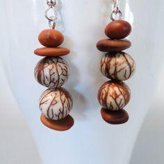 Sea Beans, Wooden Earrings, Artisanal, Beach Themes, Diy Jewelry, Jewerly, Shells, Creations, Beaded Bracelets