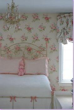 Flower wallpaper bedroom shabby chic 19 ideas for 2019 Style Shabby Chic, Shabby Chic Cottage, Vintage Shabby Chic, Shabby Chic Homes, Shabby Chic Decor, Rose Cottage, Romantic Cottage, Cottage Style, Little Girl Bedrooms