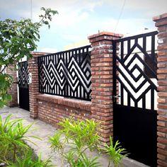 House Balcony Design, House Main Gates Design, House Fence Design, Balcony Railing Design, Gate Wall Design, Front Gate Design, Window Grill Design Modern, Grill Door Design, Balustrade Balcon