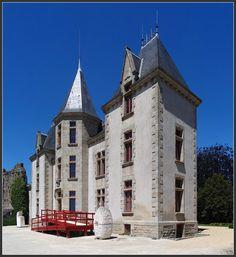 Le petit château qui se trouve dans les enceintes du château du XIème sciècle. Celui-ci est plutôt de style neo-gothic , Bressuire - Bressuire, Poitou-Charentes