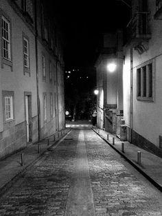 """Boa tarde :D """"Da luz para a escuridão"""". Uma das ruas de Arcos de #Valdevez na noite passsada - http://ift.tt/1MZR1pw -"""