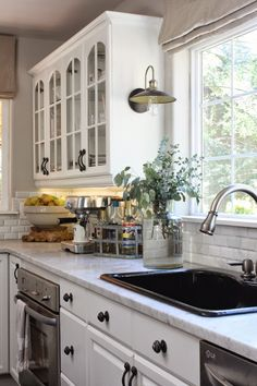 Fall home tour + pretty kitchen #findingfallhometour
