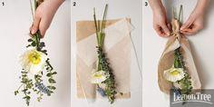 만들기 1 양귀비, 무스카리, 델피늄, 유칼립투스를 꽃대가 서로 다른 방향을 향하도록 핸드 타이한다. 2 적당한 크기로 재단한 크래프트지와 습자지 위에 ①을 놓는다.