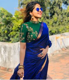 Discover recipes, home ideas, style inspiration and other ideas to try. Pattu Saree Blouse Designs, Fancy Blouse Designs, Stylish Dress Designs, Stylish Blouse Design, Latest Designer Sarees, Indian Designer Outfits, Traditional Blouse Designs, Designer Blouse Patterns, Kurti Designs Party Wear