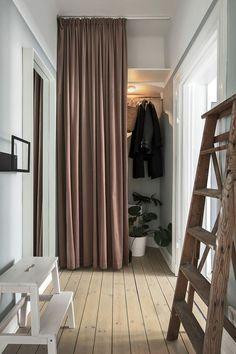 Bathroom Rugs For Functional Decor – Home Decor Do It Yourself Scandinavian Apartment, Scandinavian Home, Ideas Armario, Flur Design, Hallway Inspiration, Gravity Home, Style At Home, Deco Design, Cheap Home Decor