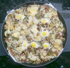 No soy un blog de cocina: PIZZA DE CALABACÍN CON ALCACHOFAS, TOMATES Y HUEVOS DE CODORNIZ