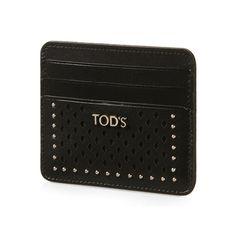 Tarjetero en valiosa piel lisa con acabado semibrillante, elaboración perforada a láser y tachuelas aplicadas, logotipo Tod's formado por letras metálicas y bordes teñidos.