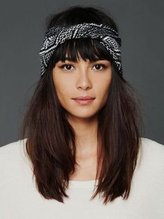 Hair Styles 2018 A headwrap is a fun solution when you don't have time to style your hair. What do you think: super chic or too trendy? Summer Hairstyles, Pretty Hairstyles, Hairstyles 2018, Festival Hairstyles, Hair Rainbow, Good Hair Day, Bad Hair, Headband Hairstyles, Hair Dos