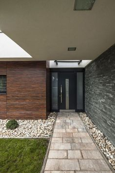 Home Design, Entryway Of Marble Materials Adorned White Nature Stone And Modern Design Exterior Single Story House: Amazing Single Story Hou. Modern Exterior, Exterior Design, Future House, My House, Garage House, Story House, Modern Front Door, Front Entry, Front Doors