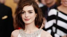 Anne Hathaway Height and Weight Stats - PK Baseline- How Celebs ...