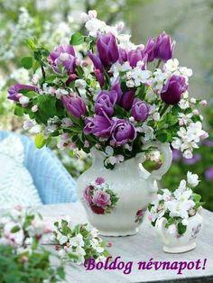 Glass Vase, Floral Wreath, Wreaths, Home Decor, Floral Crown, Decoration Home, Door Wreaths, Room Decor, Deco Mesh Wreaths
