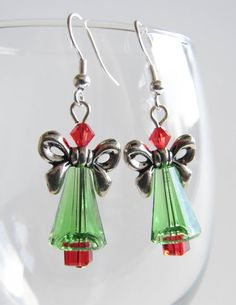 Christmas Tree Earrings Swarovski Crystals (bows for wings/hands) Ideas Joyería, Christmas Tree Earrings, Earring Tree, Homemade Jewelry, Swarovski Crystal Earrings, Christmas Jewelry, Bead Earrings, Chandelier Earrings, Beads And Wire